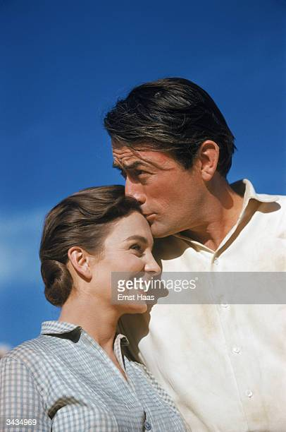 Film star Gregory Peck places an affectionate kiss on costar Jean Simmons' forehead They appeared together in the 'Big Country' a United Artists'...