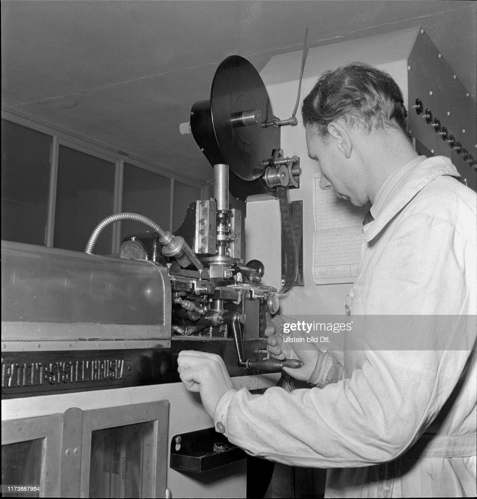 Film title workshop Diagram AG for subtitles, Zurich 1945 : News Photo