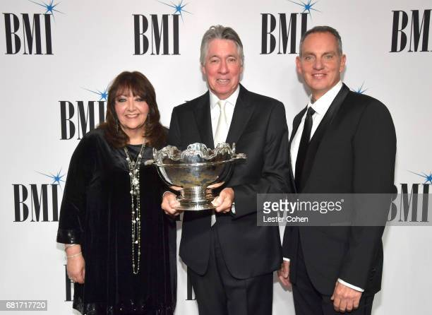 BMI VP Film TV Visual Media Relations Doreen RingerRoss 2017 BMI Icon Award recipient Alan Silvestri and BMI President CEO Mike O'Neill at the 2017...
