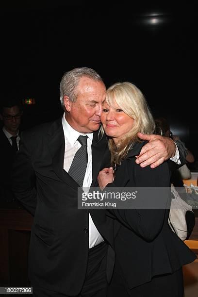 Filmemacher Robert Wilson Und Ingrid Roosen Trinks Bei Der Montblanc Gala Zur Writing Time Weltpremiere Von Montblanc Star Nicolas Rieussec...