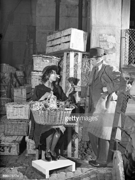 Filming of Pygmalion directed by Anthony Asquith and Leslie Howard at at Pinewood Studios London England 20th March 1938 Actors Leslie Howard Wendy...
