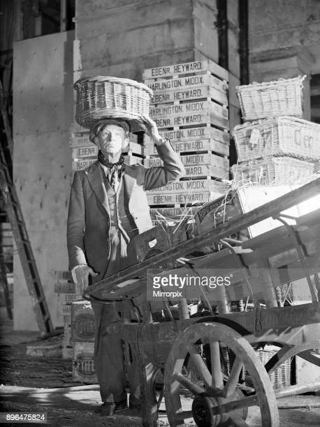 Filming of Pygmalion directed by Anthony Asquith and Leslie Howard at at Pinewood Studios London England 20th March 1938 Jack May who plays Coster...