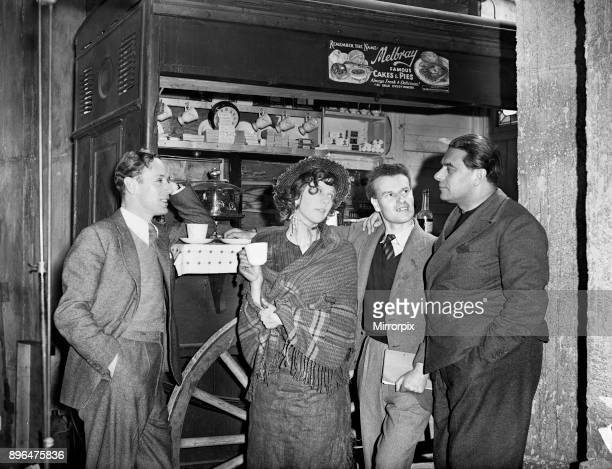 Filming of Pygmalion, directed by Anthony Asquith and Leslie Howard, at at Pinewood Studios, London, England, 20th March 1938. Leslie Howard: Wendy...