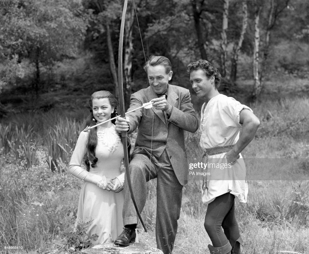 Walt Disney meets Robin Hood and Maid Marian - Burnham Beeches - Buckinghamshire : Fotografía de noticias
