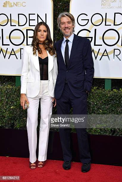 Filmmaker Stephen Gaghan and Minnie Mortimer attend the 74th Annual Golden Globe Awards at The Beverly Hilton Hotel on January 8 2017 in Beverly...