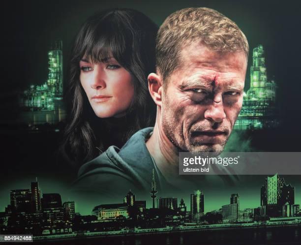 Filmplakat mit Helene Fischer und Til Schweiger aufgenommen bei der Premiere vom ARD Tatort Der grosse Schmerz im Kino Babylon in Berlin Mitte