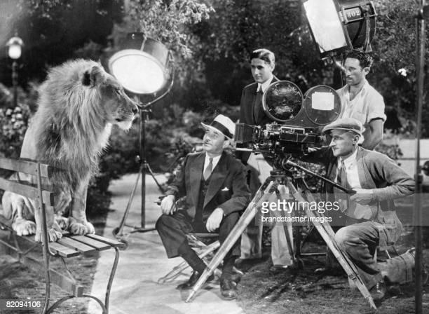 Filmproduction with a lion Photgoraphy Around 1935 [Dreharbeiten mit einem Lwen Photographie Um 1935]