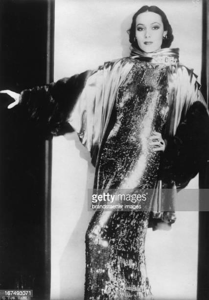 Filmstar Dolores del Rio wearing a elegant dress. Photograph. About 1930. Filmschauspielerin Dolores del Rio in Abendgarderobe. Photographie. Um 1930.