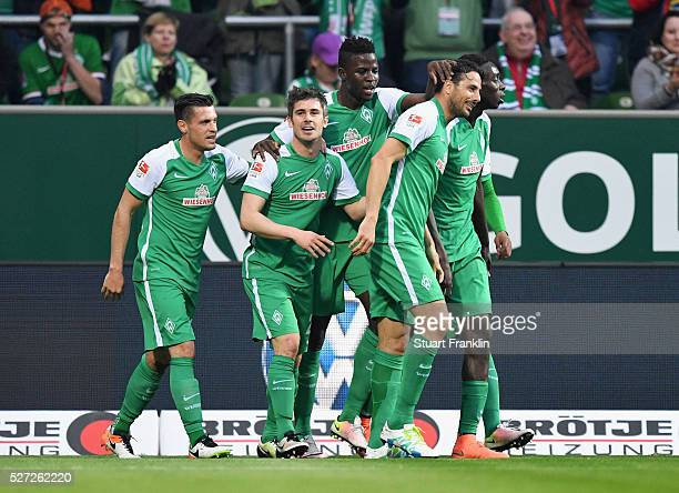 Fin Bartels of Werder Bremen celebrates with team mates as he scores their first goal during the Bundesliga match between Werder Bremen and VfB...