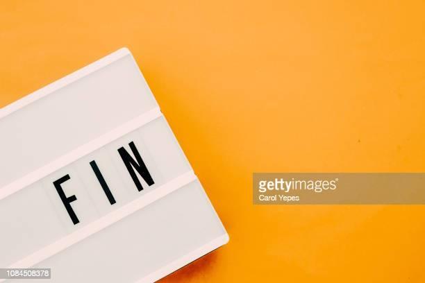 fin  .the end message in spanish.lightbox - terminare foto e immagini stock