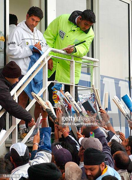 Final day's play abandoned to rain and match and series drawn. Sachin Tendulkar signs autographs., England v India , 4th Test, The Oval, Sep 02.