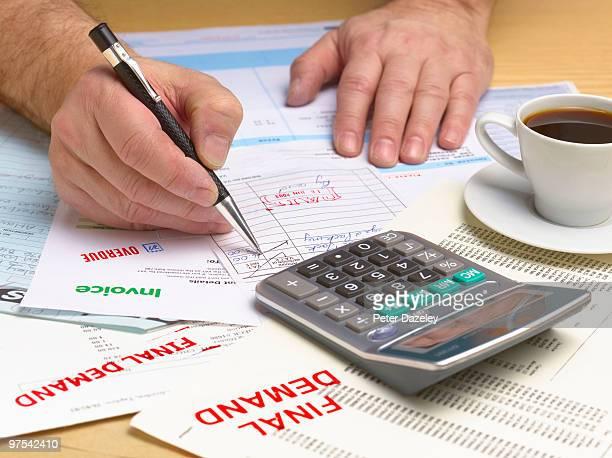 final demand bill and invoice - dívida imagens e fotografias de stock