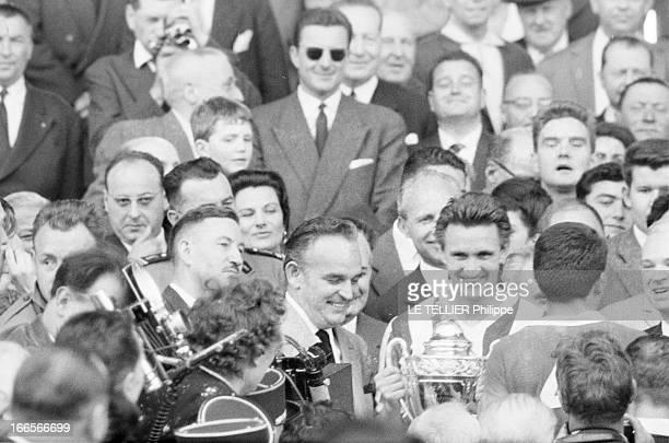 Monaco Vs Saint Etienne Colombes le 15 mai 1960 lors de la finale de la coupe de France de football au stade olympique YvesduManoir entre l'AS Monaco...
