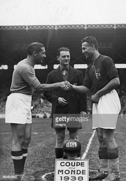 Final of the Football World Cup 1938 in France Captains shake their hands before the game begins Photography 1938 [Das Finale der...