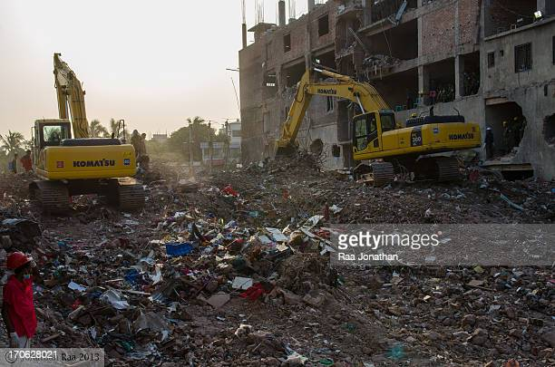 Final stage of the army rescue operation at Rana Plaza site.