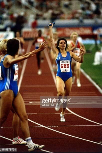 Finale 4x400m Staffel FrauenSchlussläuferin Grit Breuer jubelt überden Sieg der DDRStaffel