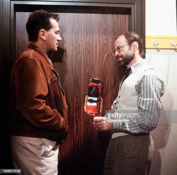 Finale am Rothenbaum / Nico und Doc wollen eine Bombe zünden... / Überschrift: TATORT / D 1991, Deutschland.