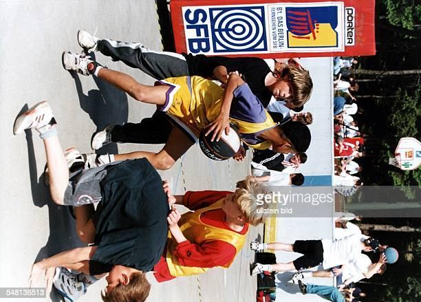 Finale beim Streetball Turnier im Eisstadion Neuköln - 1995