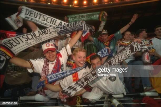 Finale de l'Euro 96 à Londres : Match Allemagne / République tchèque. Les supporters célèbrent la victoire de l'équipe allemande.