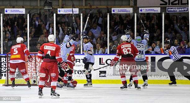 Finale Icehockey - Aleksandrs Macijevskis, Sønderjyske Ishockey making 1-0 against AAB. © Lars Rønbøg / Frontzonesport