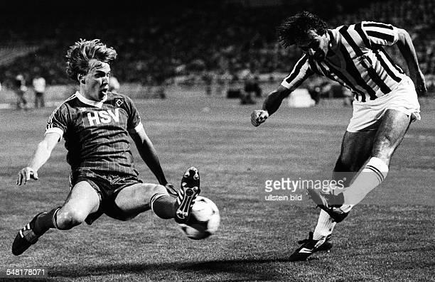 Finale im Europapokal der Landesmeister in Athen Hamburger SV Juventus Turin 10 Spielszene Holger Hieronymus blockt einen Schuss von Antonio Cabrini