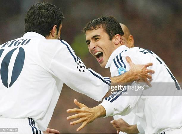 Finale in Glasgow BAYER 04 LEVERKUSEN REAL MADRID 12 REAL MADRID CHAMPIONS LEAGUE SIEGER 2002 JUBEL nach seinem TOR zum 01 RAUL/REAL mit Luis FIGO...