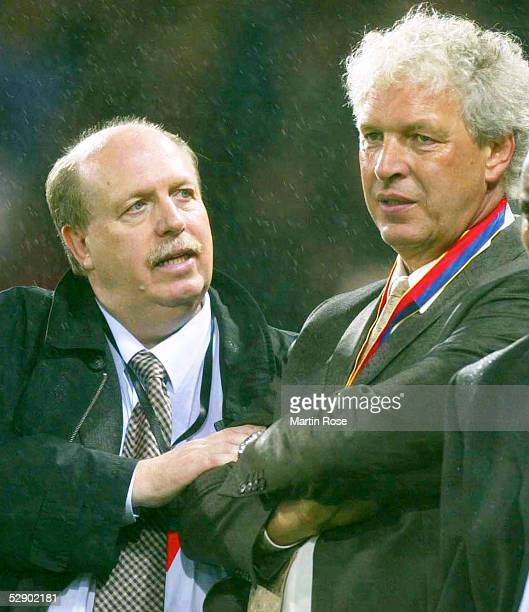 Finale in Glasgow BAYER 04 LEVERKUSEN REAL MADRID 12 REAL MADRID CHAMPIONS LEAGUE SIEGER 2002 ENTTAEUSCHUNG bei MANAGER Reiner CALMUND und TRAINER...