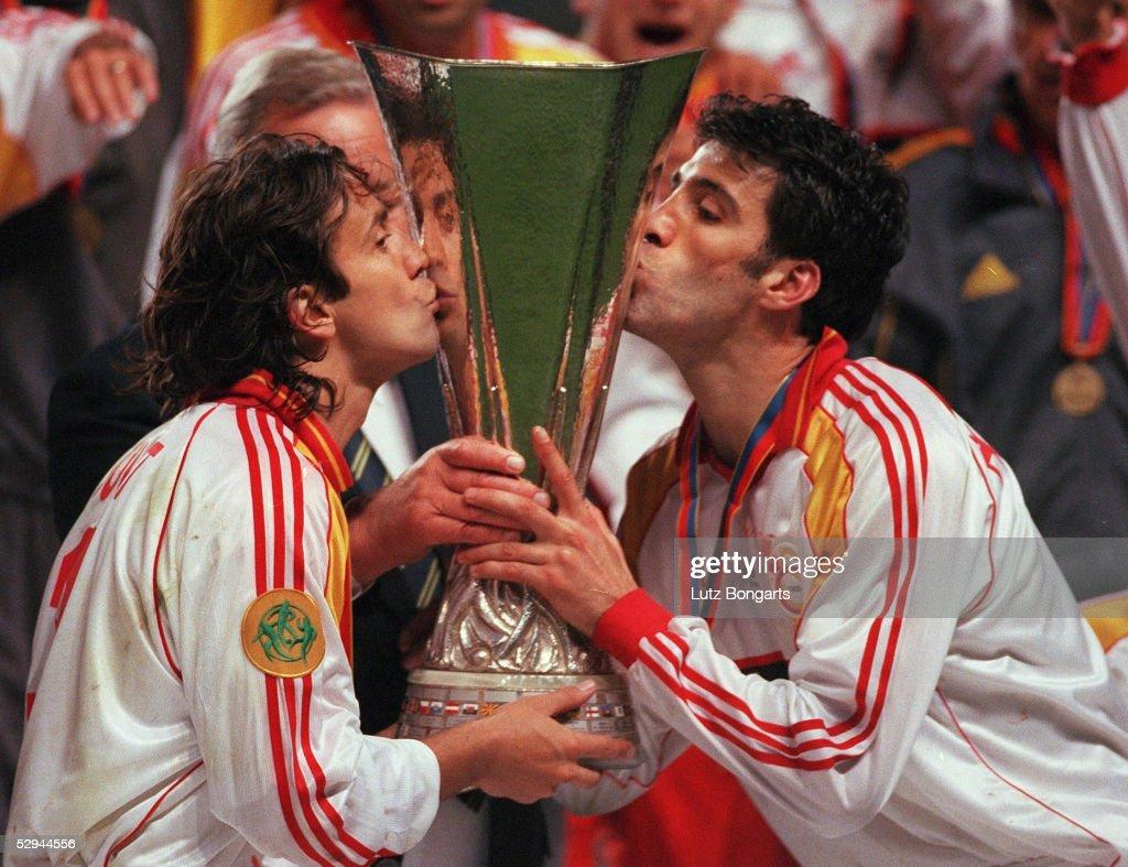 GALATASARAY ISTANBUL UEFA POKALSIEGER 2000 : News Photo