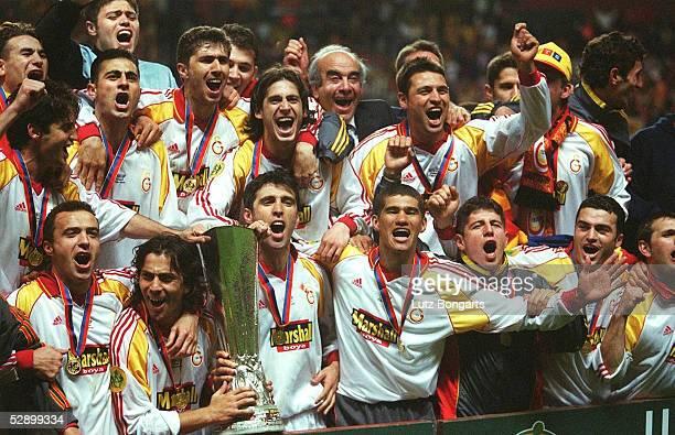 Finale in Kopenhagen; GALATASARAY ISTANBUL UEFA POKALSIEGER 2000; MANNSCHAFTSJUBEL nach dem Gewinn des UEFA POKALS
