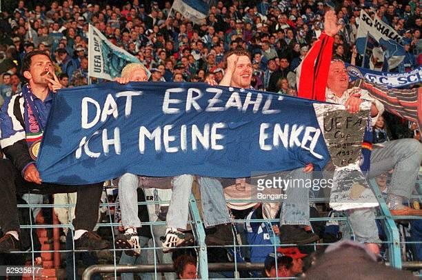Finale/INTER MAILAND SCHALKE 04 JUBEL der Schalker FANS in Gelsenkirchendat erzaehl ich meine enkel /Schalke UEFA CUP SIEGER