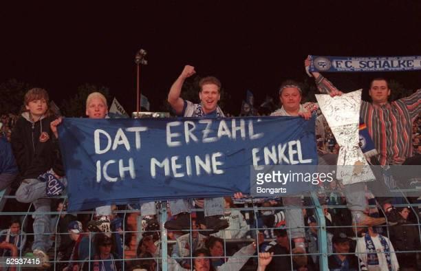Finale/INTER MAILAND SCHALKE 04 JUBEL der Schalker FANS in Gelsenkirchen'dat erzaehl ich meine enkel '/Schalke UEFA CUP SIEGER