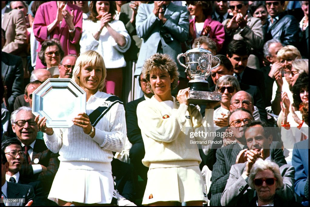 Finalist Martina Navratilova and Chris Evert with her trophy, winner of the Roland Garros tennis tournament women's final in 1985.
