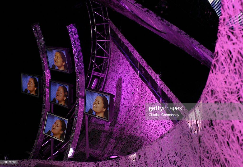 Behind the Scenes of Season 2 of American Idol : News Photo