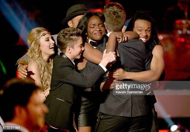 Finalists Maddie Walker Daniel Seavey SarinaJoi Crowe Qaasim Middleton and winner Nick Fradiani onstage during American Idol XIV Grand Finale at...