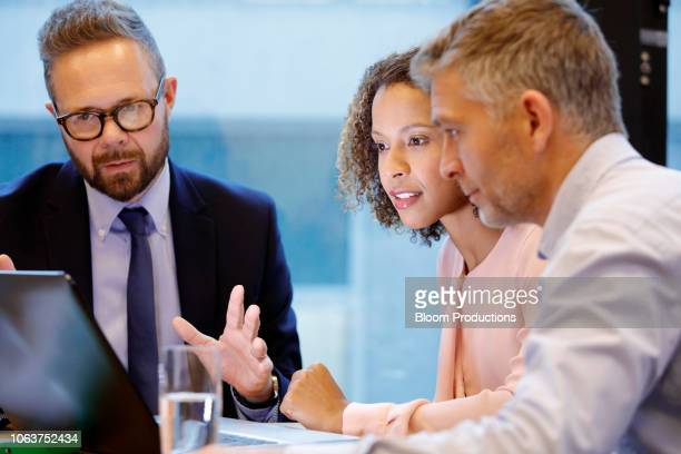 financial advisor having a meeting with couple - bankieren stock pictures, royalty-free photos & images