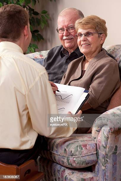 ファイナンシャルアドバイザーを計画に年配のカップル