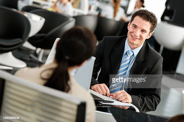 financial advisor talking with his client - cashier stock pictures, royalty-free photos & images