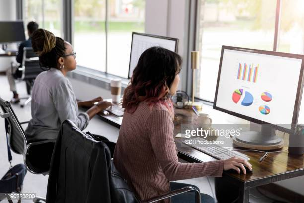financial analysts at work - financial analyst stock pictures, royalty-free photos & images