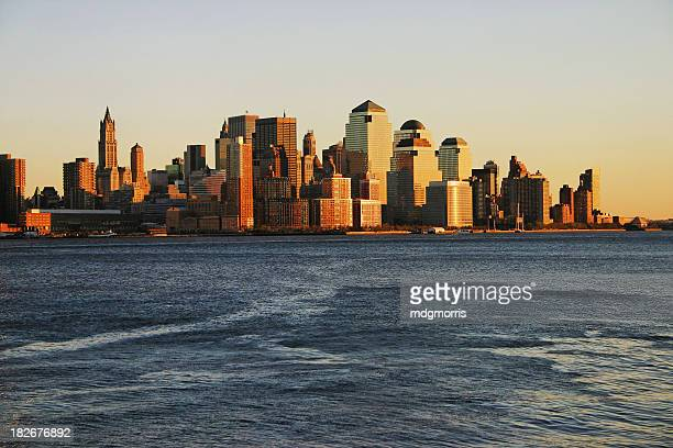 Distrito financiero de la ciudad en puesta de sol