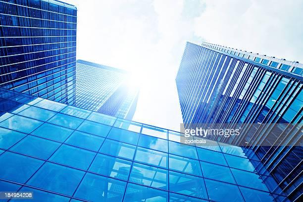 金融地区のガラスの超高層ビルロンドン