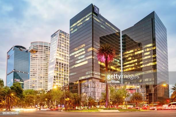 distrito financiero en paseo de la reforma en el centro de la ciudad de méxico - mexico fotografías e imágenes de stock