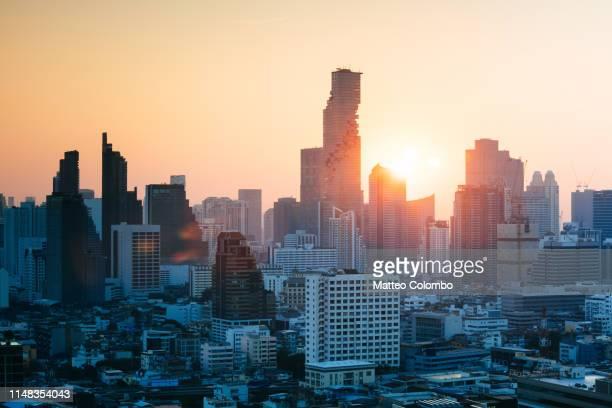 financial district skyline at sunset, bangkok, thailand - シーロム ストックフォトと画像