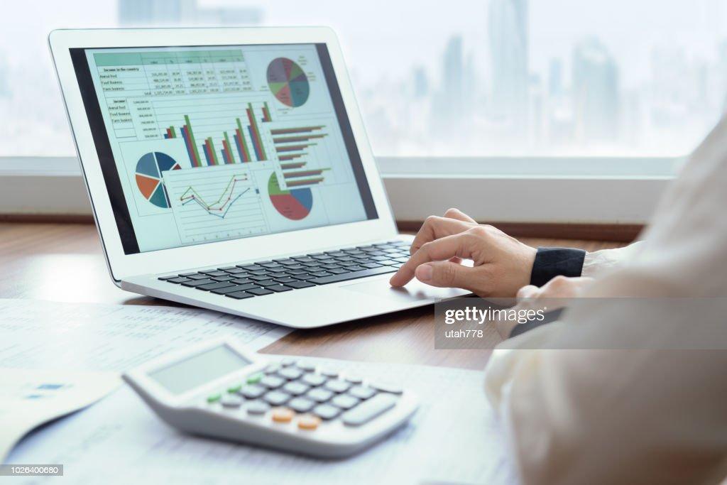 finanzielle Tabellenkalkulationsbericht : Stock-Foto