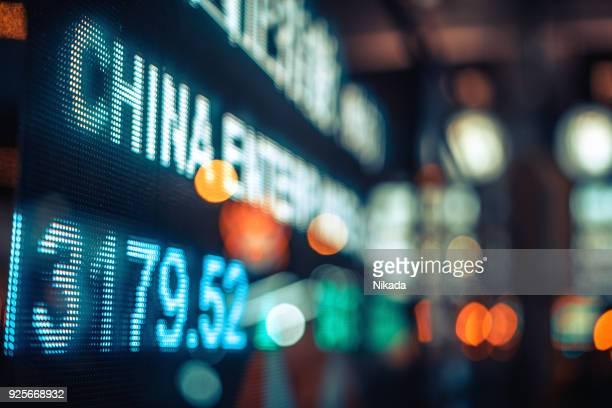 Finanzielle Börse Zahlen und Stadt Lichtreflexion