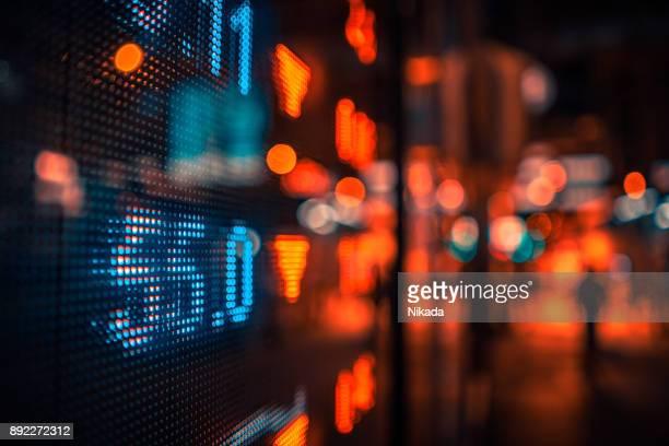 Finanzielle Börse Zahlen und Citylights