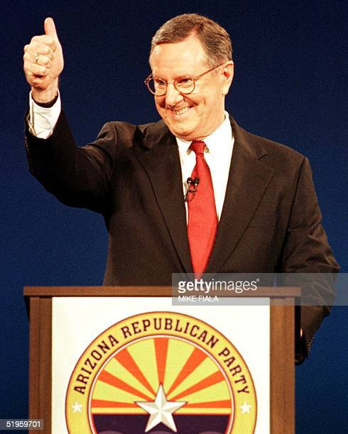 Financier and Republican presidential hopeful Steve Forbes gives the thumbsup prior to the GOP debate 21 November 1999 on the campus of Arizona State...