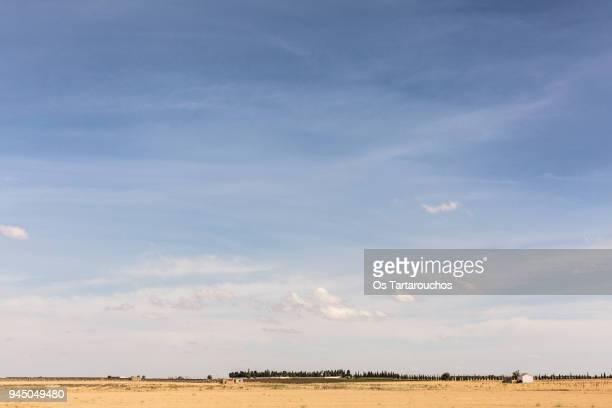 finas nubes sobre paisaje castellano