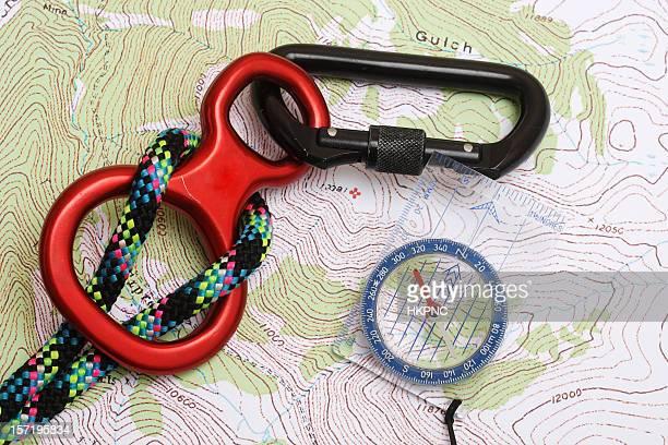 Trouvez la montagne, boussole, corde & Mousqueton sur le Topo doivent être lues carte