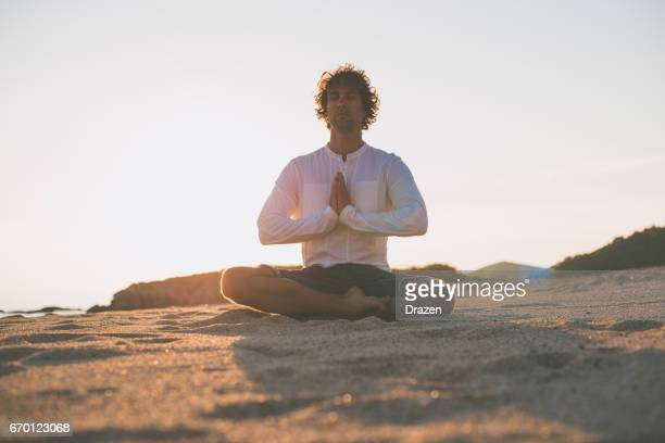 Suche nach innerem Frieden mit Yoga und meditation