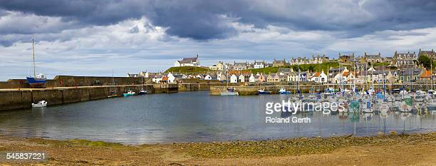 findochty harbour, findochty, scotland - モーレイ湾 ストックフォトと画像